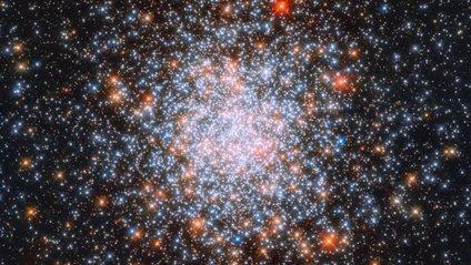 Телескоп Hubble зняв унікальне кульове скупчення зірок: вражаючий кадр - фото 1