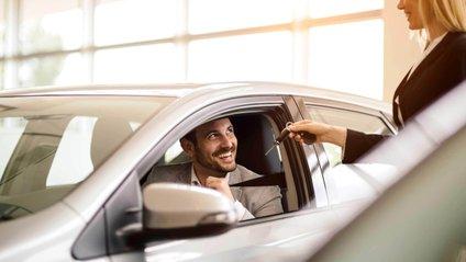Регулятори вважають запах нового авто небезпечним - фото 1
