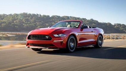 Водій Ford Mustang не впорався з керуванням під час дрифту - фото 1