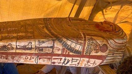 У Єгипті знайшли 14 неушкоджених саркофагів, яким по 2500 років: фото - фото 1