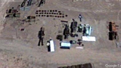 Блогер знайшов на Google-картах гігантського робота: відеофакт - фото 1