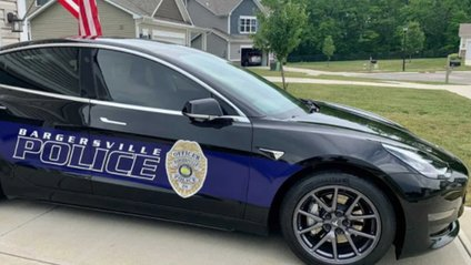 Поліцейська Tesla Model 3 - фото 1