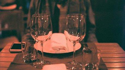 Трапеза у ресторані - фото 1