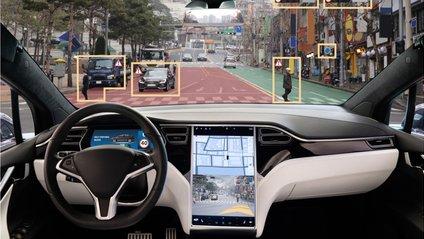 Автопілот Tesla навчився проїжджати перехрестя на зелене світло - фото 1