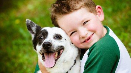 Дитина з собакою - фото 1
