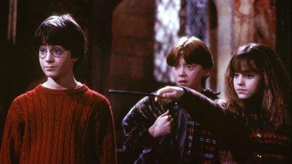 В Англії відкрили номер-гуртожиток Ґрифіндор з Гаррі Поттера: атмосферні фото - фото 1
