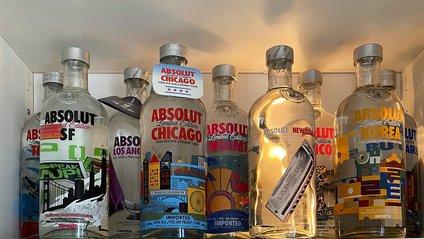 Юзер Twitter збирає лімітовані пляшки Absolut: фото 124 версії з оригінальним дизайном - фото 1
