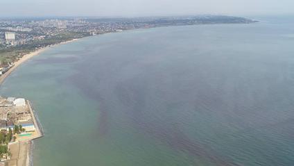 Вода у Чорному морі стала червоного кольору - фото 1
