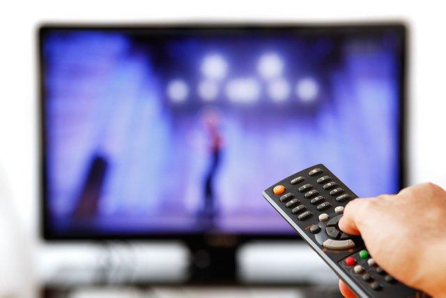 Зловживання телевізором суттєво скорочує тривалість життя - фото 290555