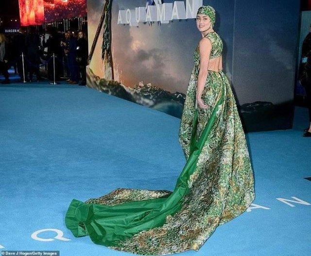 Ембер Херд покрасувалась у екстравагантному платті   - фото 291575