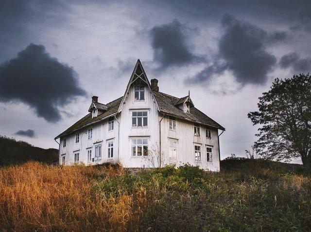 Фотограф показала занедбані помешкання Скандинавії: ефектні кадри - фото 292532