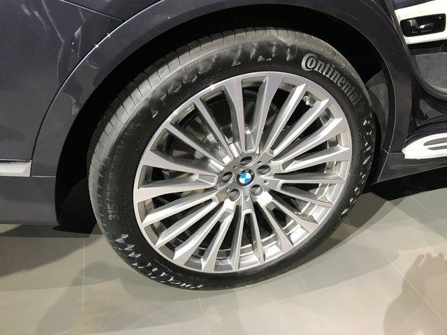 Новий BMW X7 виявився просто величезним  - фото 292691