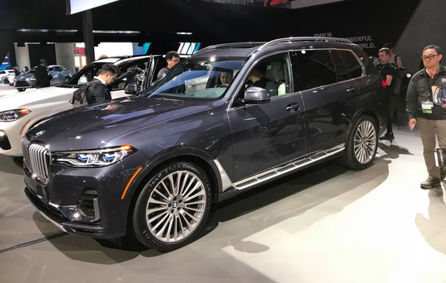 Новий BMW X7 виявився просто величезним  - фото 292697
