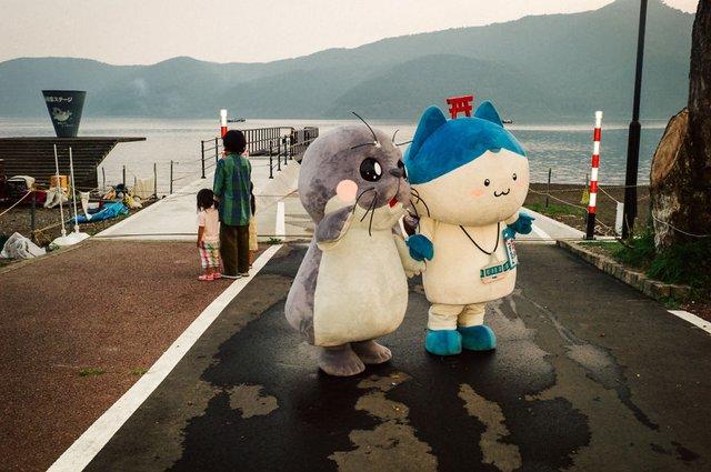 Незвичайні моменти щоденного життя в Японії: яскраві фото - фото 292814