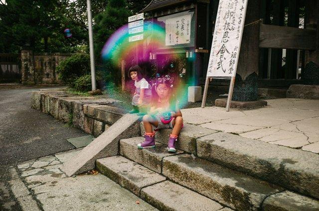 Незвичайні моменти щоденного життя в Японії: яскраві фото - фото 292815
