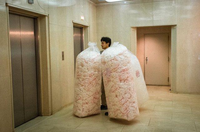Незвичайні моменти щоденного життя в Японії: яскраві фото - фото 292825