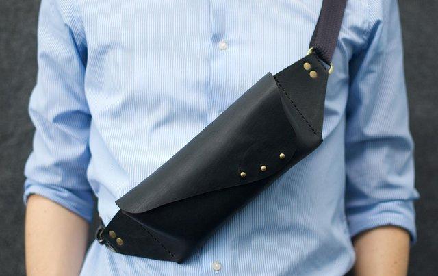 Оригінальна сумка-бананка доповнить образ - фото 293107