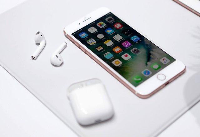 Apple AirPods продовжують тішити користувачів - фото 293124