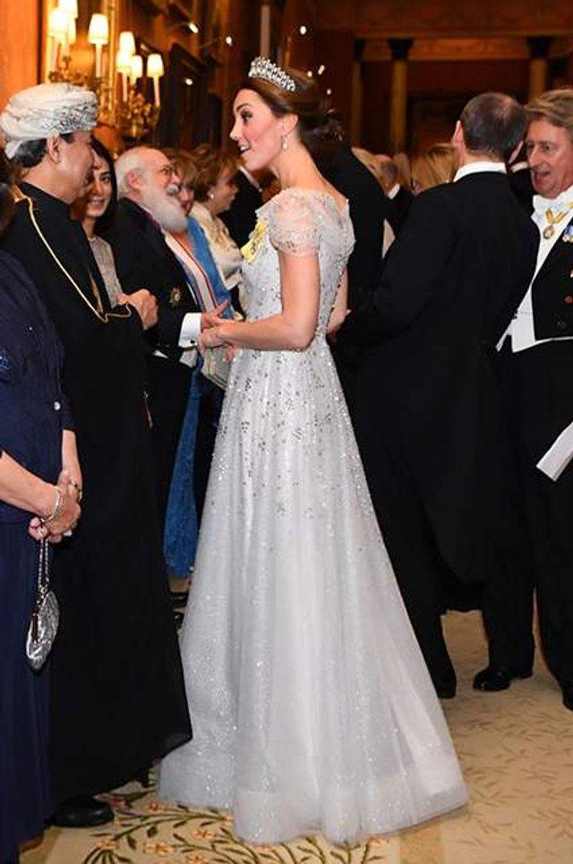 Кейт Міддлтон з'явилася на публіці у тіарі принцеси Діани - фото 293505