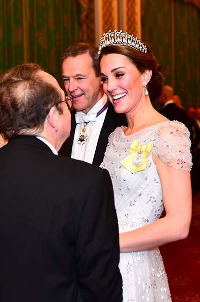 Кейт Міддлтон з'явилася на публіці у тіарі принцеси Діани - фото 293509