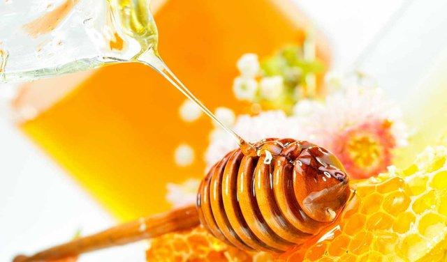 Мед – хороший засіб для швидкої допомоги втомленим очам  - фото 293624
