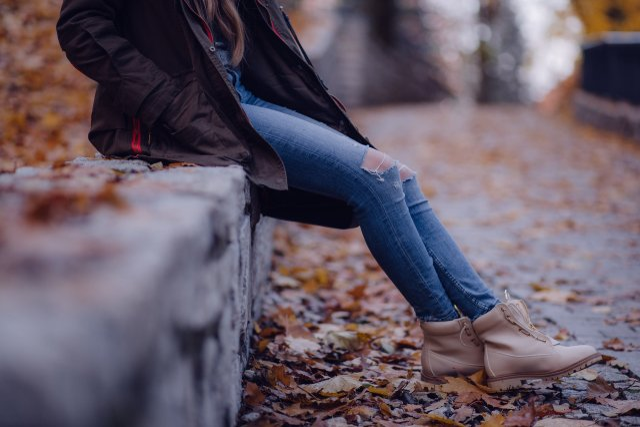 Чи шкідливо сидіти 'нога на ногу' - фото 293753