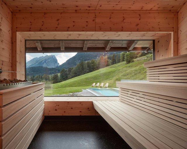 Архітектори створили дім для відпочинку біля Альп: яскраві фото - фото 294534