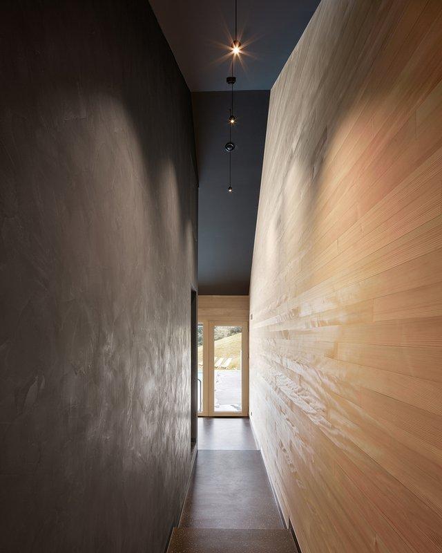 Архітектори створили дім для відпочинку біля Альп: яскраві фото - фото 294540