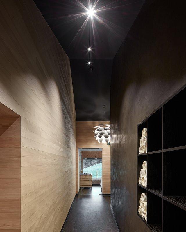 Архітектори створили дім для відпочинку біля Альп: яскраві фото - фото 294541