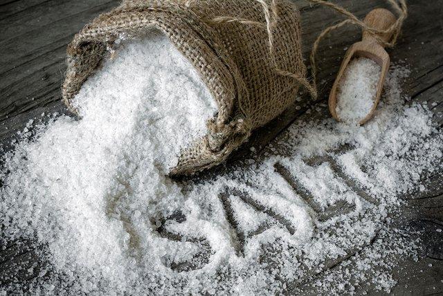 Сіль та штучні підсолоджувачі негативно впливають - фото 294560