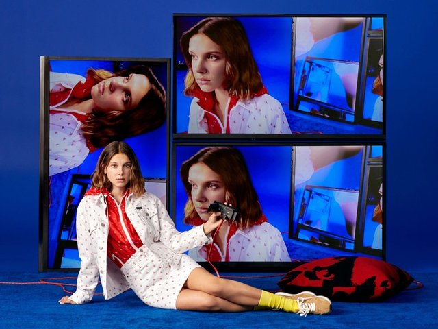 Міллі Боббі Браун знялася у святковому кампейні Calvin Klein - фото 294880
