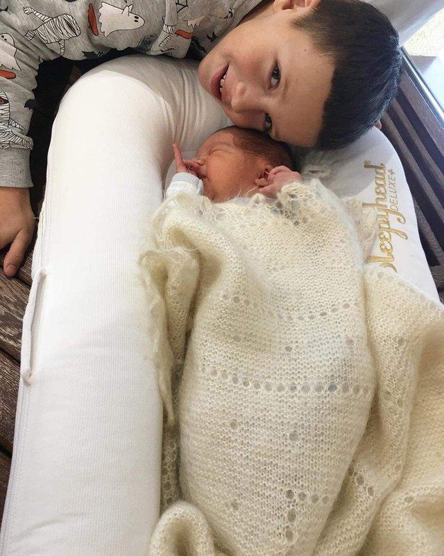 Українська ведуча поділилася першими знімками новонародженого сина - фото 294933