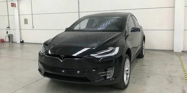 Представлена броньована версія Tesla Model X  - фото 295133