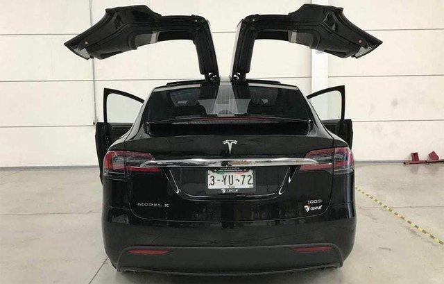 Представлена броньована версія Tesla Model X  - фото 295134