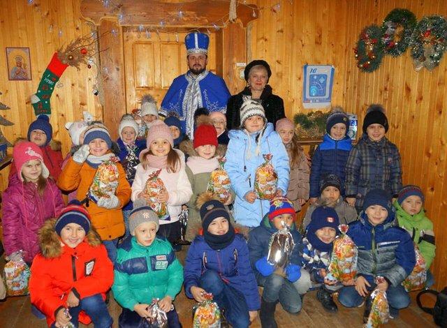 Миколай з дітьми - фото 295144