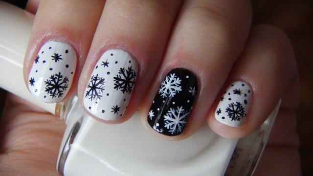Красивий манікюр зі сніжинками на Новий рік  - фото 295162
