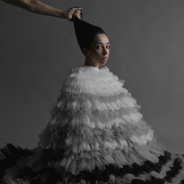 Катерина Кухар перетворилася на ялинкову прикрасу - фото 295242