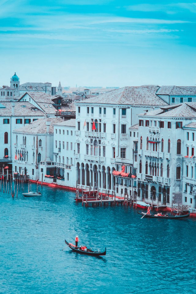 Наче в казці: італійський фотограф показує світ у незвичайних кольорах - фото 295526