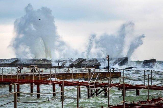 Зимовий шторм в Одесі: вражаючі фото - фото 295582