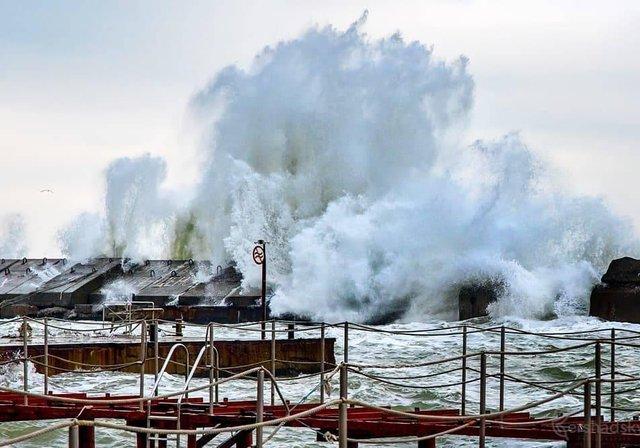 Зимовий шторм в Одесі: вражаючі фото - фото 295583