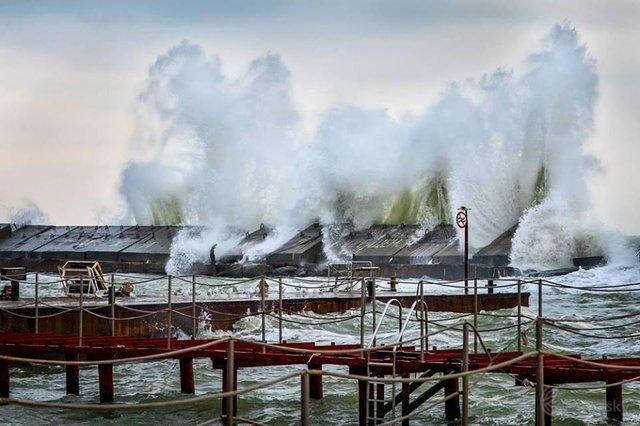 Зимовий шторм в Одесі: вражаючі фото - фото 295584