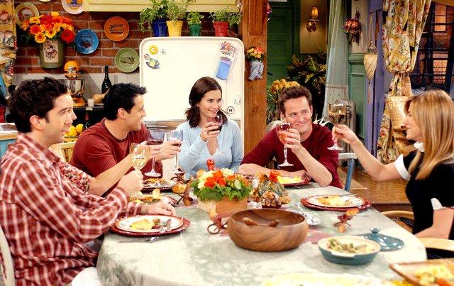 Ось чому варто їсти зі спільної тарілки - фото 295720