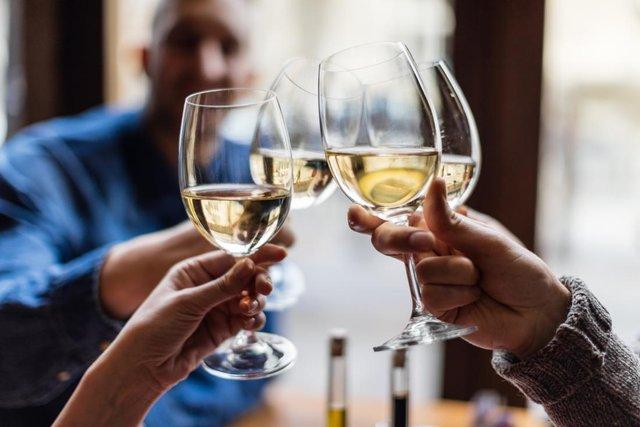 Віддайте перевагу білому вину - фото 295874