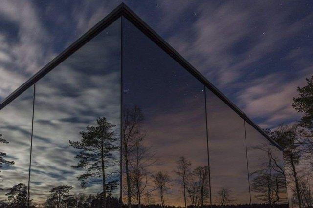 Роздивитися цей дзеркальний будинок дуже непросто - фото 296261