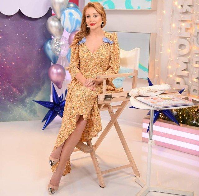 Тіна Кароль підкреслила фігуру шикарною сукнею - фото 296274