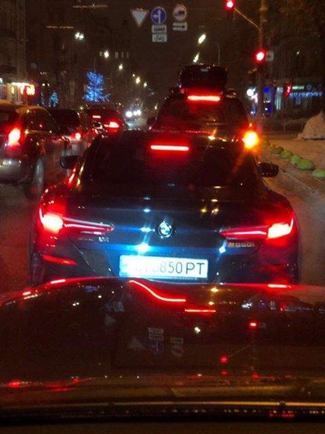 У Києві бачили новітній спорткар BMW 850i  - фото 296654