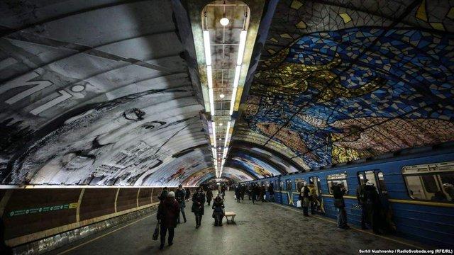Схід і Захід: у київському метро з'явився потужний арт-об'єкт - фото 296681