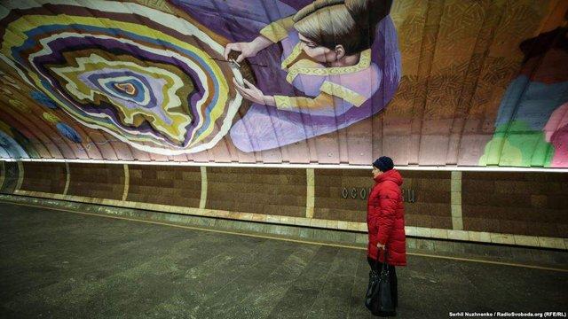 Схід і Захід: у київському метро з'явився потужний арт-об'єкт - фото 296683
