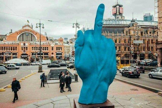Синя рука у Києві - фото 296770