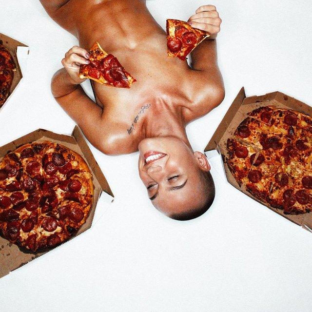 Дівчина тижня: сексуальна Вендела Ліндблом, яка стала першою лисою моделлю Playboy (18+) - фото 297016